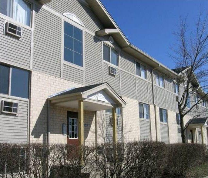 4247 Hickory Hills Dr, Waukegan, IL 60087