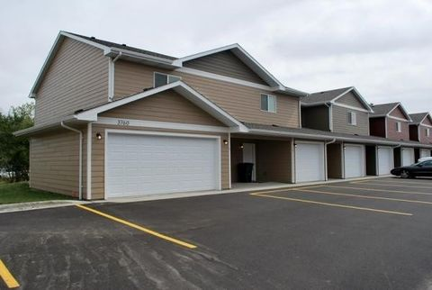Photo of 418 8th St Sw, Madison, SD 57042