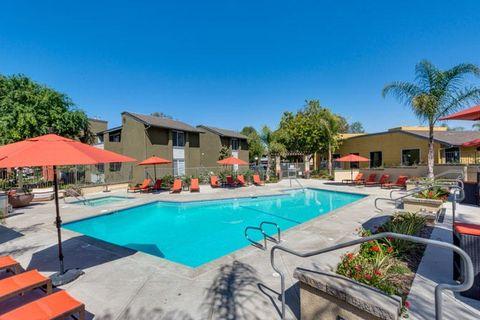 1518 Patricia Ave, Simi Valley, CA 93065