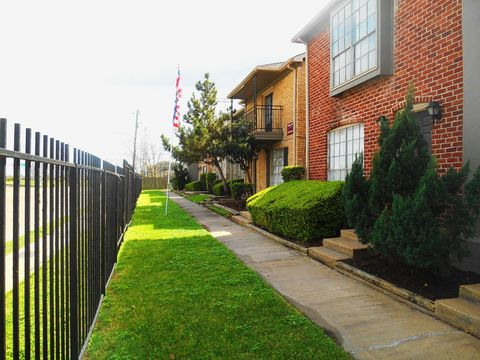 Photo of 5541 Gasmer Dr, Houston, TX 77035