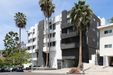 Photo of 6651 Franklin Ave, Los Angeles, CA 90028
