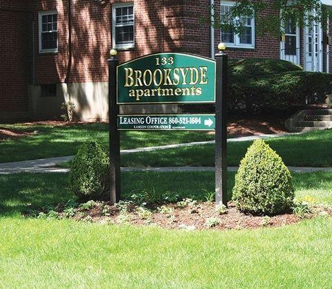 Photo of 133 Loomis Dr, West Hartford, CT 06107