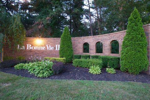 Photo of 200 La Bonne Vie Dr, Patchogue, NY 11772