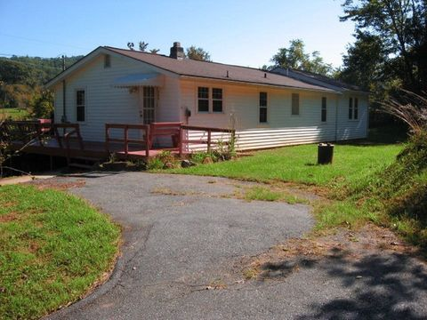 589 W Rogers Rd, Cullowhee, NC 28723