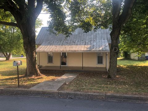 Photo of 426 N Main St, Adairville, KY 42202