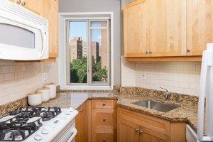 New York Apartments Near Columbia University. Photo: Stuyvesant Town; 252  1st Ave,