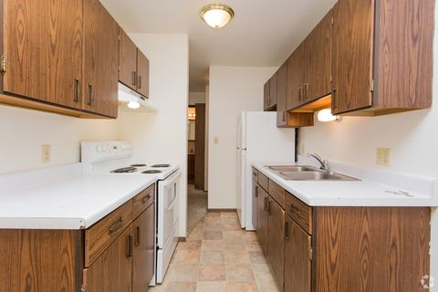 3427 S 10th St, Grand Forks, ND 58201