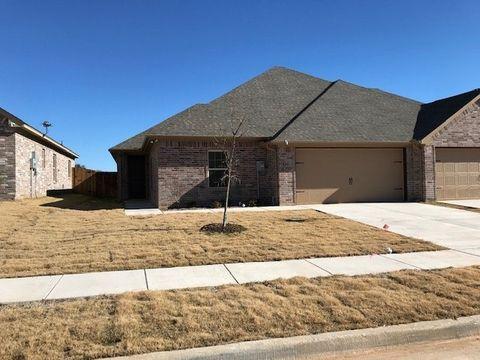 Photo of 525 Landry Ct, Granbury, TX 76049