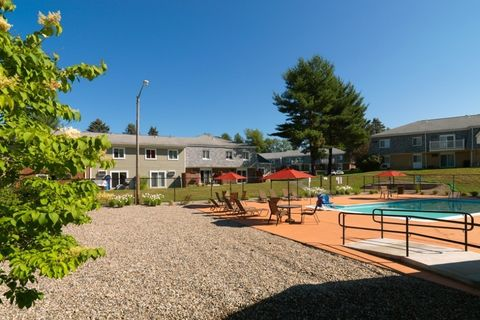 1 Rolling Green Dr, Amherst, MA 01002