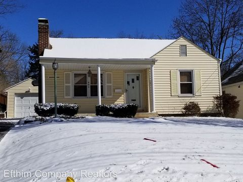 Photo of 442 N Geyer Rd, Kirkwood, MO 63122