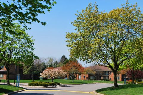 24382 Eastwood Ct, Clinton Township, MI 48035