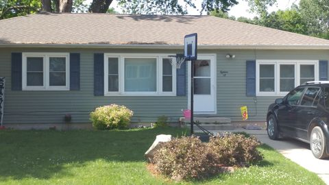 Photo of 18 Sunset View Dr, Clear Lake, IA 50428