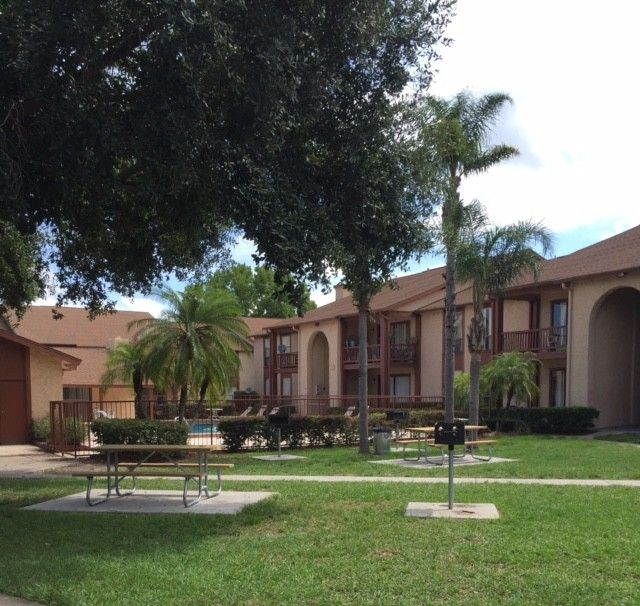 Royal Palms Apartments: 2527 W Oak Ridge Rd, Orlando, FL 32809