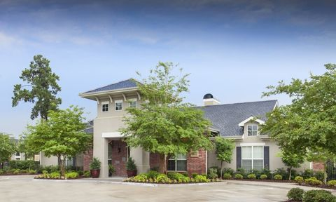 Photo of 2845 Country Club Rd, Lake Charles, LA 70605