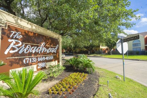 Photo of 2801 Broadmead Dr, Houston, TX 77025