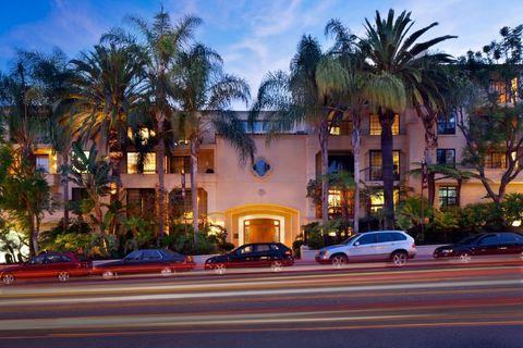 Photo of 555 S Barrington Ave, Los Angeles, CA 90049