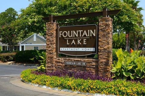 Photo of 1105 Fountain Lake Dr, Brunswick, GA 31525