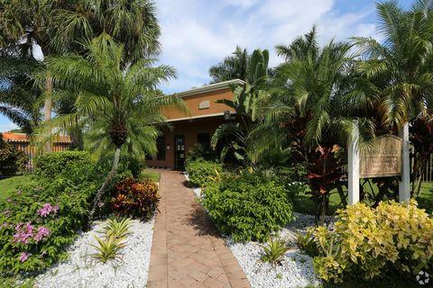 6010 Sherwood Glen Way, West Palm Beach, FL 33415