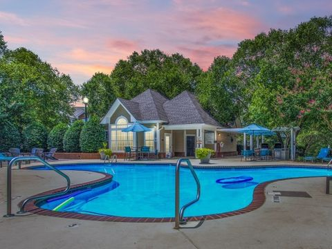 Photo of 4000-4113 Grand Manor Ct, Raleigh, NC 27612
