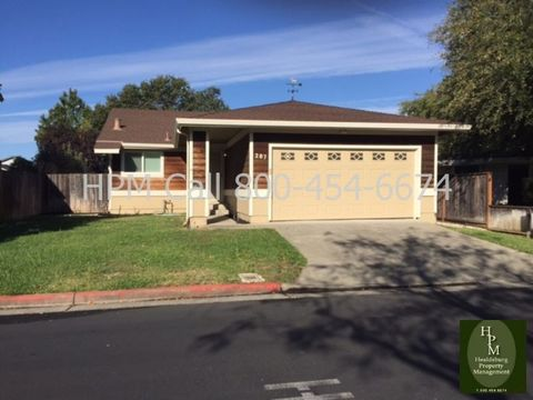 287 Hummingbird Ct, Healdsburg, CA 95448