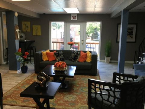 1401 S Cunningham St, Independence, MO 64050