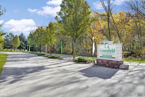 Photo of 1640 S Greenfield Cir Ne, Grand Rapids, MI 49505