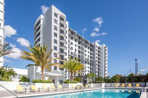 1900 Sw 8th St, Miami, FL 33135