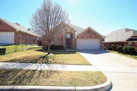 Photo of 929 Jodie Dr, Weatherford, TX 76087