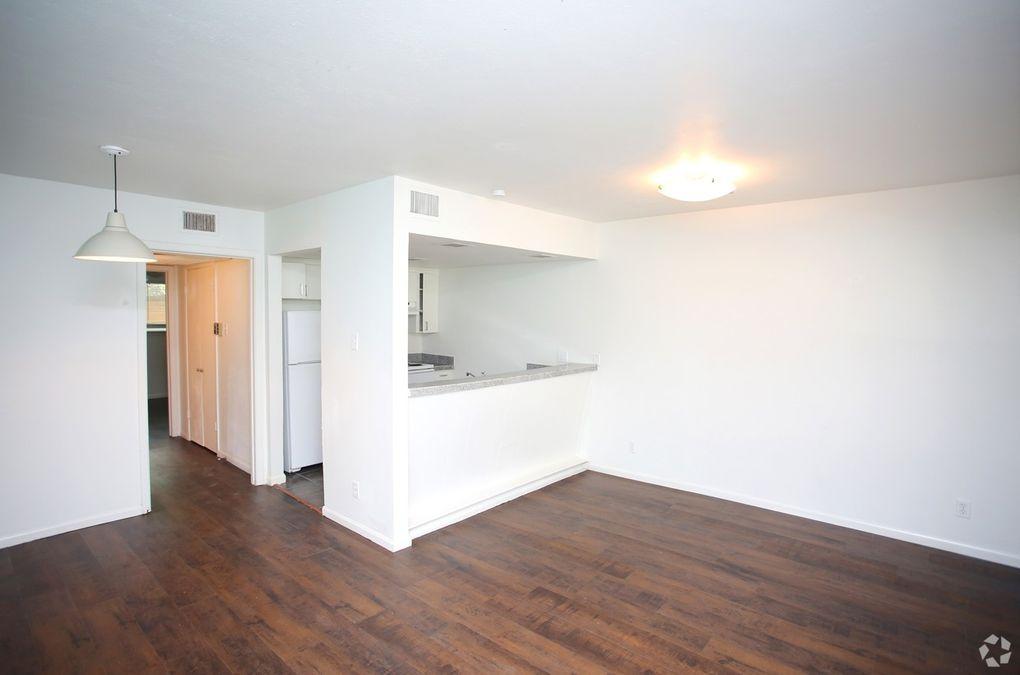 Denton Student Apartments 2411 2413 W Hickory St Tx 76201
