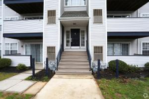 Redwood Located at Woodmill Apartment Homes | 1300 S Farmview Dr ...