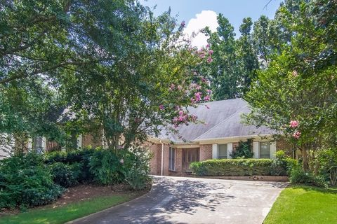 6251 Southland Forest Dr, Stone Mountain, GA 30087