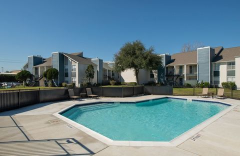 Photo of 2902 Whispering Winds Dr, Pearland, TX 77581