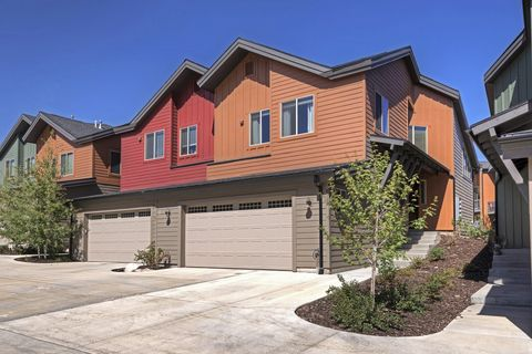 Photo of 8117 Courtyard Loop Apt 6, Park City, UT 84098