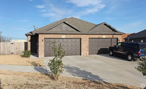 Photo of 819 Walnut St, Burleson, TX 76028