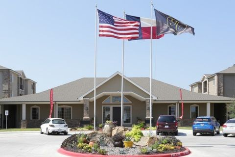 Photo of 704 Dale Ln, White Settlement, TX 76108