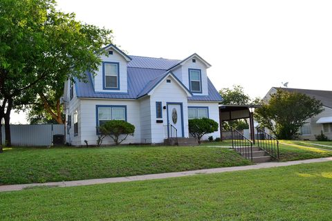 Photo of 1007 Bawcom St, Sweetwater, TX 79556