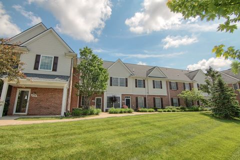 1152 Rial Lake Dr, Howell, MI 48843