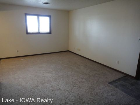 Photo of 1402 N 24th St, Clear Lake, IA 50428