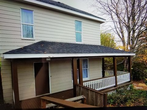494 N Adams St, Coquille, OR 97423