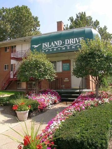 Photo of 1099 Maiden Ln, Ann Arbor, MI 48105