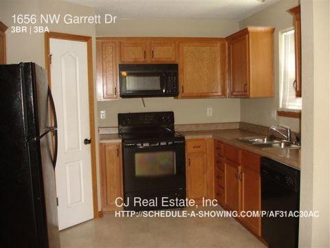 1656 Nw Garrett Dr Blue Springs MO 64015