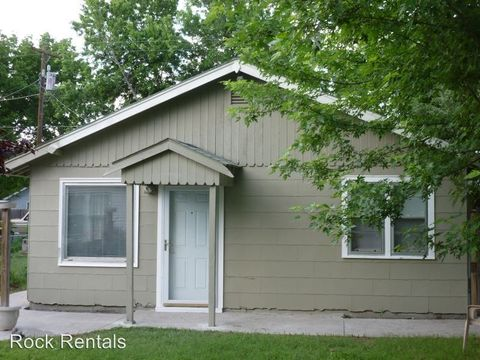 720 E 9th Ave, Hutchinson, KS 67501