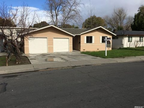 25 Park Ave, Woodland, CA 95695