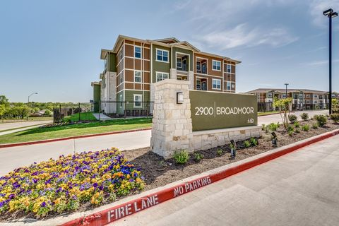 Photo of 2800-2900 Broadmoor Dr, Fort Worth, TX 76116