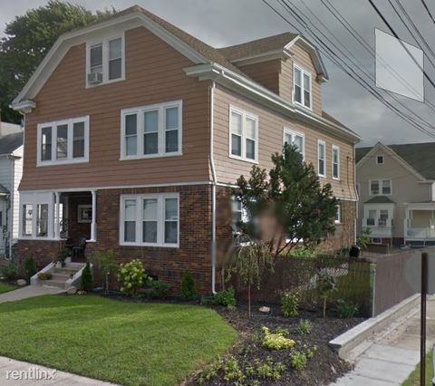 Photo of 114 Auburn St, Cranston, RI 02910