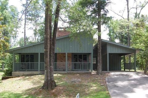 Photo of 1559 Oakwood Dr, Moss Bluff, LA 70611
