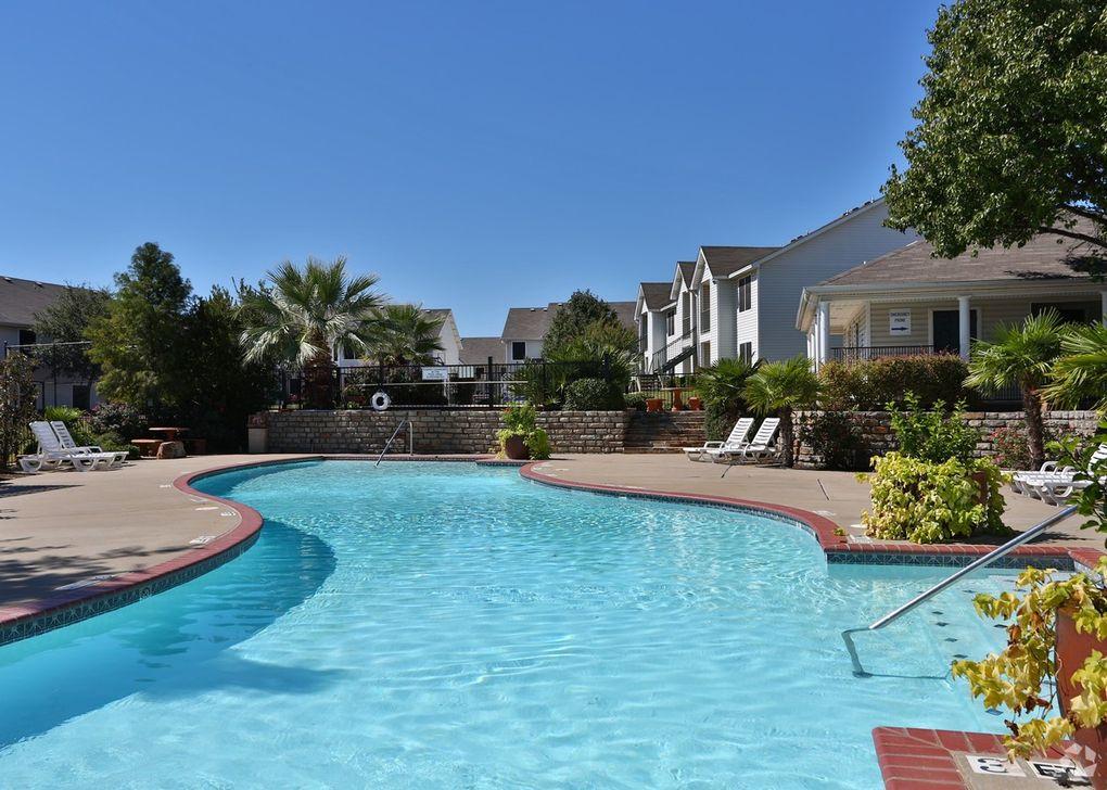 6501 Shady Oaks Manor Dr, Fort Worth, TX 76135