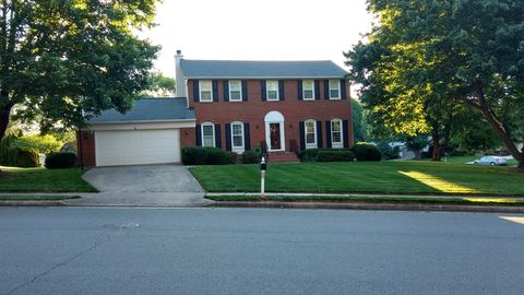 Photo of 2576 Huntington Dr, Herndon, VA 20171