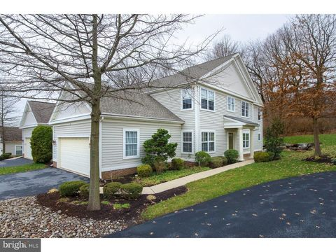 Photo of 411 Oak Hill Ln, Wyomissing, PA 19610
