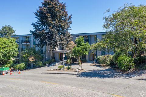 Photo of 2727 W Manor Pl, Seattle, WA 98199
